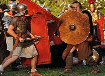 Liguri Apuani e Romani. Ricostruzione (Wikispedia)